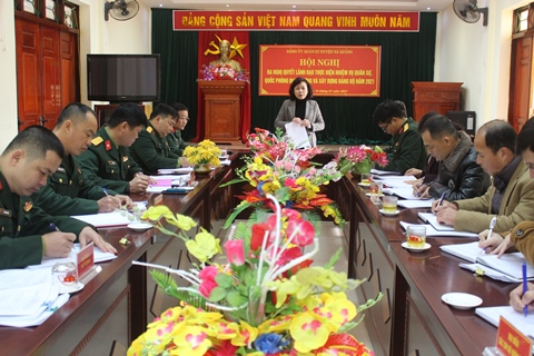 Đồng chí Nguyễn Lâm Thị Tú Anh, Tỉnh ủy viên, Bí thư Huyện ủy, Bí thư Đảng ủy Quân sự huyện chủ trì hội nghị.